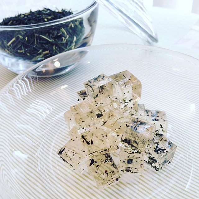新茶の舞う琥珀糖