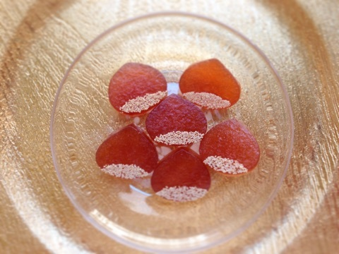 Kohaku jelly-candy of chestnuts with chestnuts syrup 栗シロップで栗の琥珀糖
