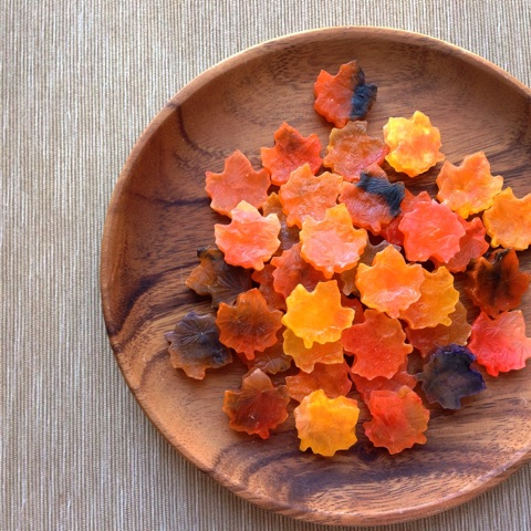 錦秋メープルリーフの琥珀糖 Kohaku jelly-candy of Maple leaves in Autumun