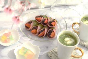いちご入り桜もち Sakuramochi with strawberries